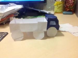 грузовик из картона